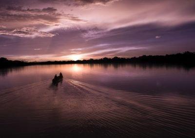 atardecer-en-el-rio-zacambu-con-canoa.DNG