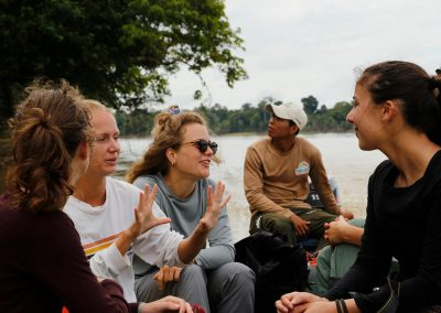 Group-of-tourists-sailing-the-Amazon-river-happy-1