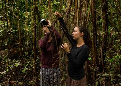 tourists-photographing-nature-of-the-amazons